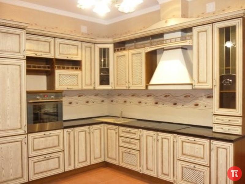 Классические кухни светлые фото