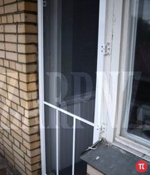 Как крепится москитная сетка на балкон..