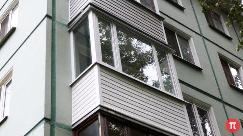 Внутренняя отделка одиночного балкона и остекление фото..