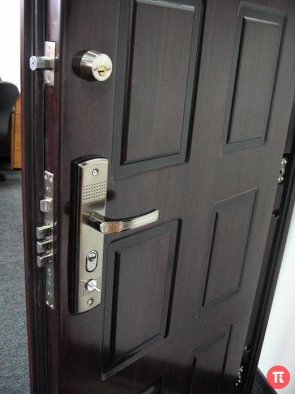 Металлическая дверь в квартиру