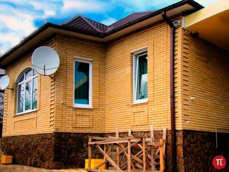 Фото дома из жёлтого кирпича