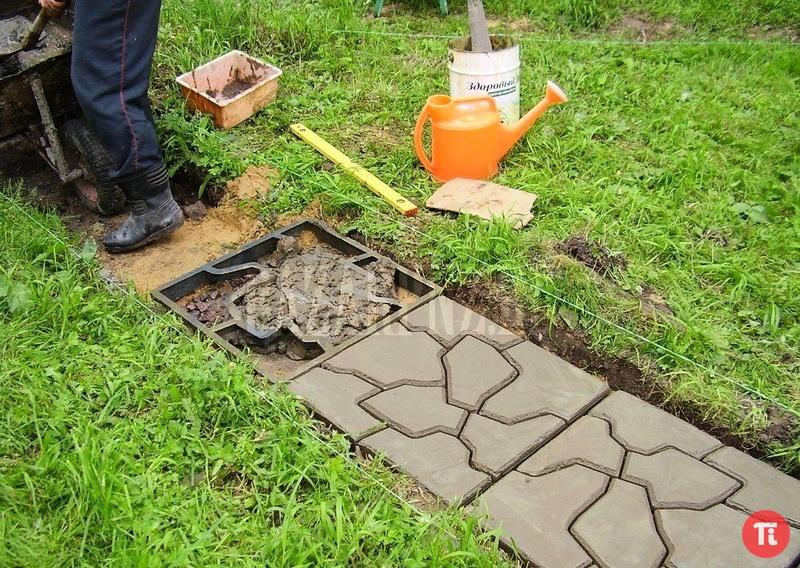 Изготовление формы своими руками для садовой дорожки
